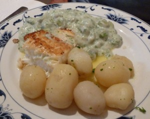 Butter-fried plaice with broad beans, parsley sauce, new potatoes and lemon butter